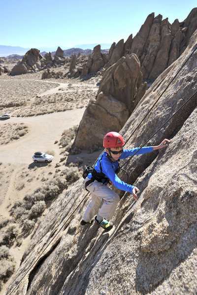 Bryson Fienup climbs Eye For an Eye (5.7) in the Alabama Hills.