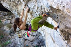 Rock Climbing Photo: Taylor crankin through the steepness on Beer Belly...