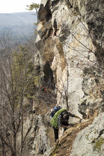 Rock Climbing Photo: Shawn Bunnell on the 4th class approach to the Cha...