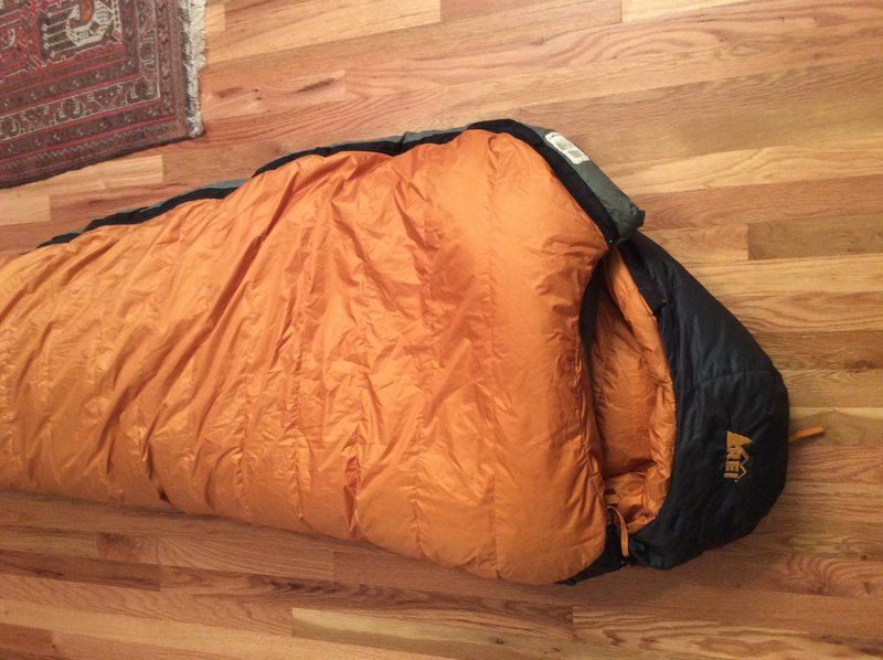 R.E.I. Elements700 fill goose down bag. -5 deg. 3 lbs. used sparingly. No damage, great shape. 230$ will ship<br> ..