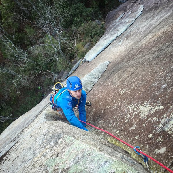 Rock Climbing Photo: Travis Weil moving thorough the upper dihedral