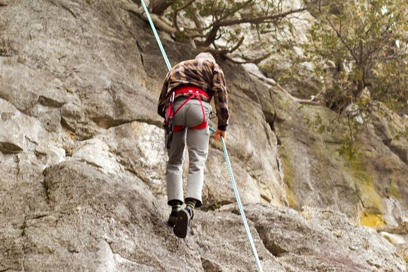 Rock Climbing Photo: Rapping down after building an anchor