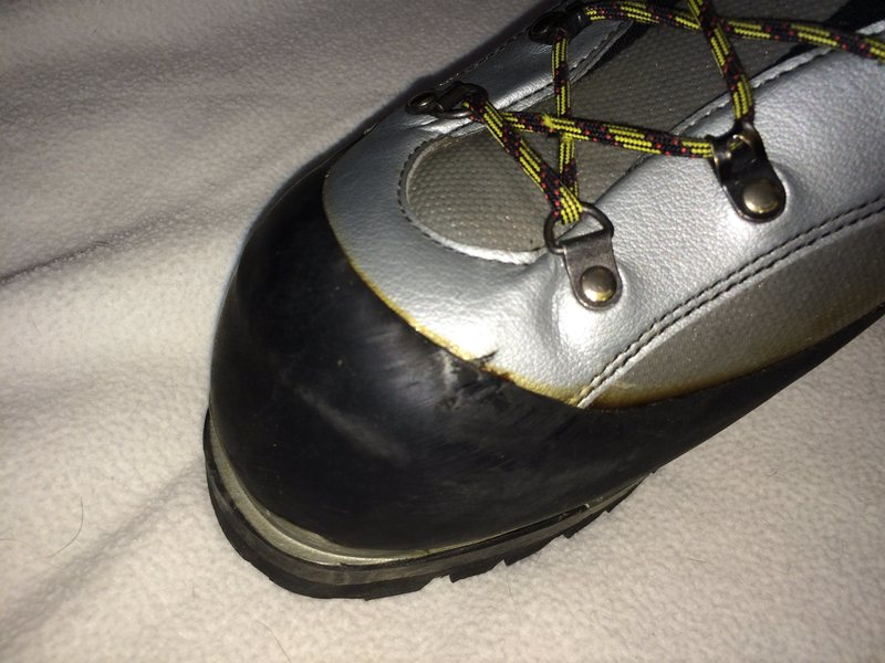 Rock Climbing Photo: La Sportiva Baruntse Size 48. Minor wear at edge o...