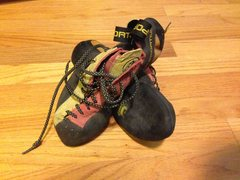 Rock Climbing Photo: Size 40.5 red yellow