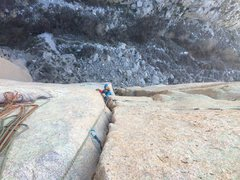 P3 Belay. Emerging from the chimney crack transition crux. Splitter alert!