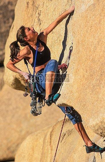 Rock Climbing Photo: Beth Renn on Hobbit Roof, Joshua Tree NP.  Photo b...