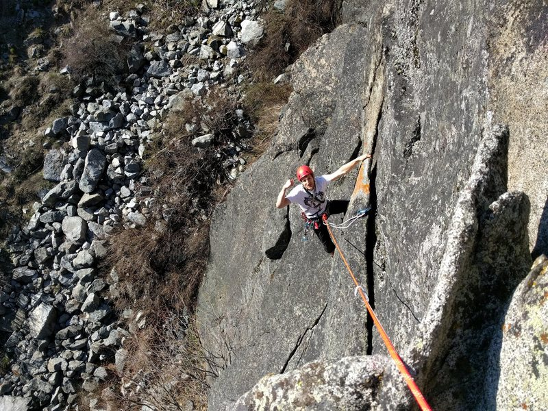 Rock Climbing Photo: Finishing up on the fun flake.