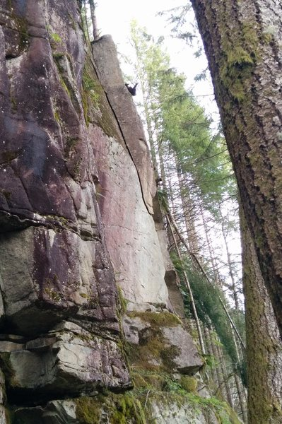 Rock Climbing Photo: After crossing the tongue, climb the corner crack ...