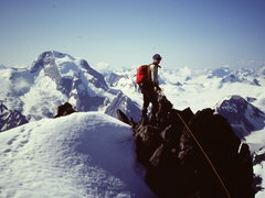 Rock Climbing Photo: [Photo#10] Steve Latham on the summit (of East Pea...