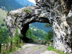 Rock Climbing Photo: Tunnel through the rock on the old road at Vho