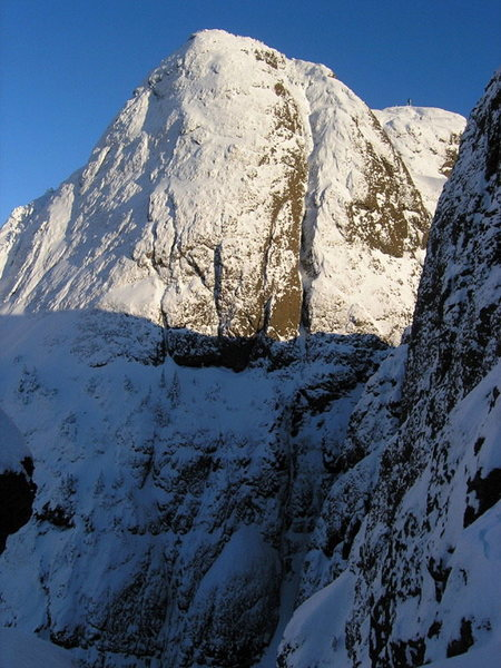 Rock Climbing Photo: The obvious gully/chimney feature is Newman Fowera...