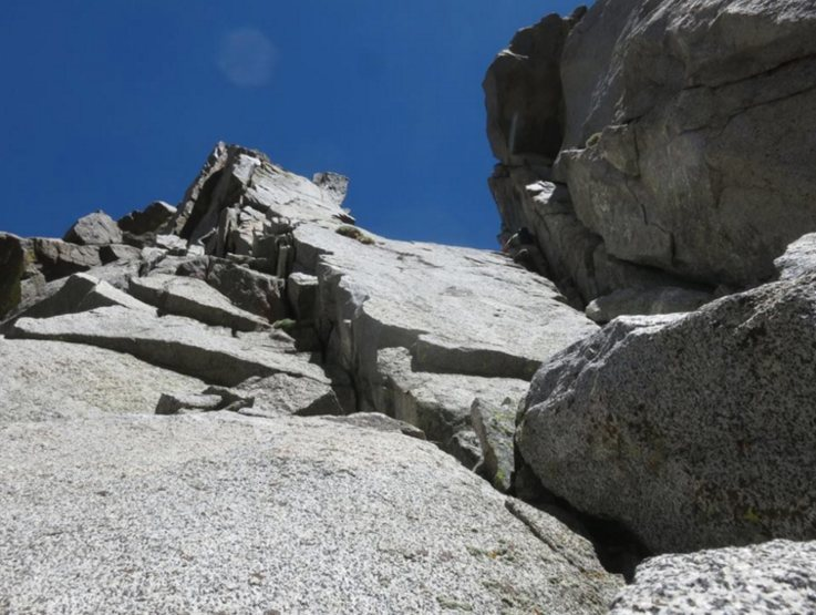 Rock Climbing Photo: Bypassing the col to climb features whenever possi...