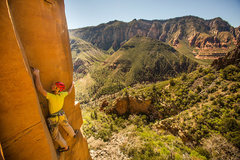 Rock Climbing Photo: Placing a 000 with a couple sliders below for the ...