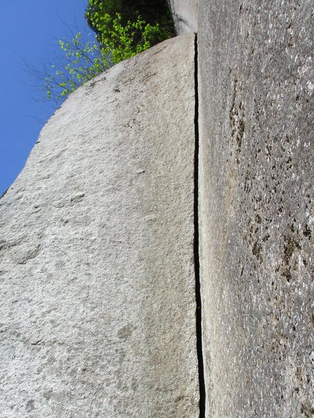 Rock Climbing Photo: Splitter hand-to-wide-hand crack on Pitch 2 of Rat...