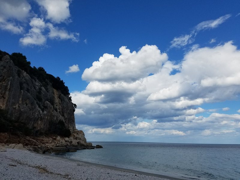 Rock Climbing Photo: Cliffs over the beach - nice climbs, several with ...