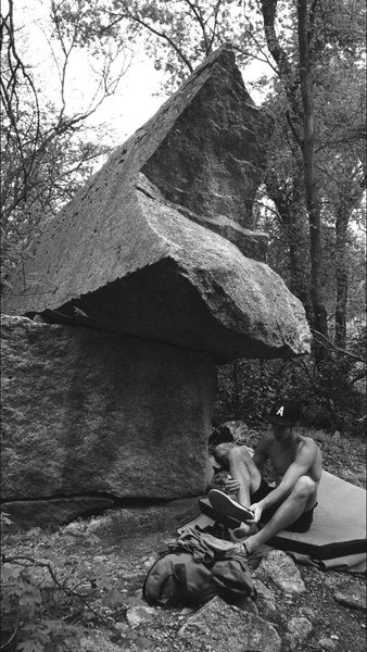 Rock Climbing Photo: Overhang Boulder / Riverside