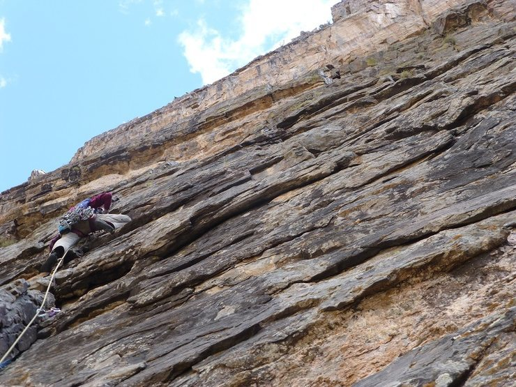 Rock Climbing Photo: Kelsey Bohanon leading pitch 8, working through so...