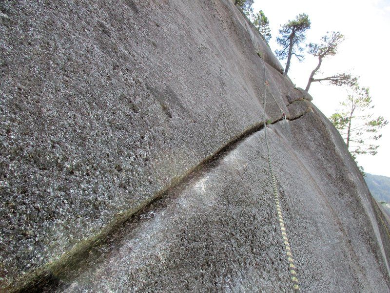 The 5.6 traversing crack on Pitch 4 of Hairpin / Pitch 5 of Papoose One.