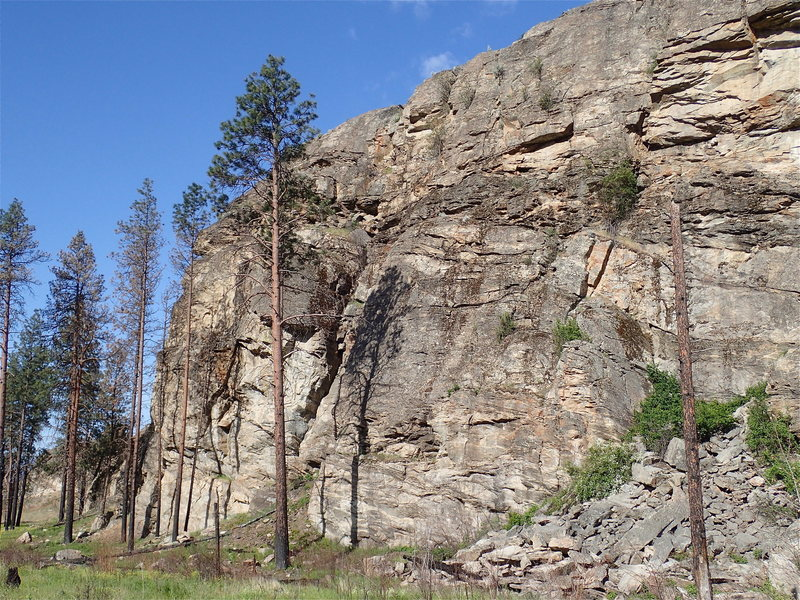 Rock Climbing Photo: Middle Wall from the north - after the 2015 fire