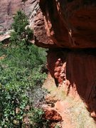 Rock Climbing Photo: The approach traverses to the left under a small r...