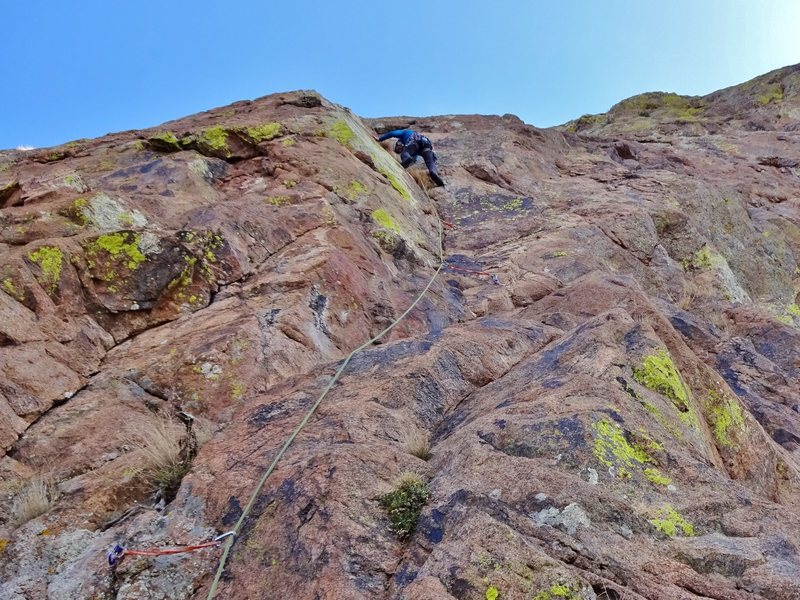 Rock Climbing Photo: The first pitch. Look for a bolt with a very faded...
