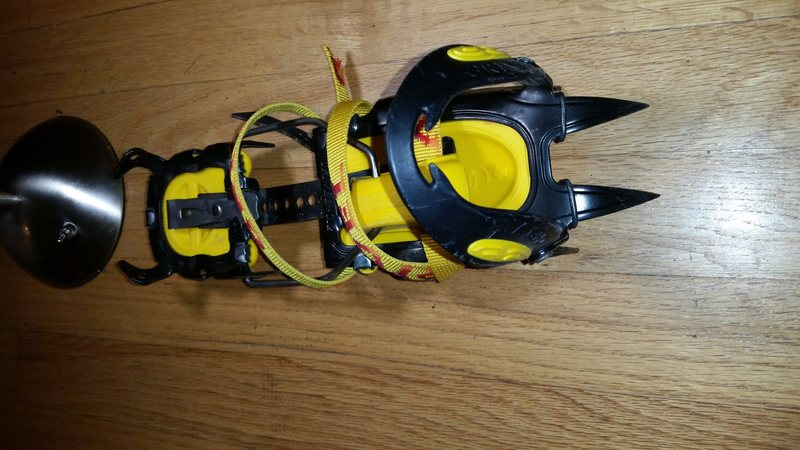 One (1) grivel g12 crampon