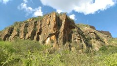 Rock Climbing Photo: Elephant Rocks are a lower, more accessible crag, ...