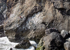 Rock Climbing Photo: Leading out on No Man's Land