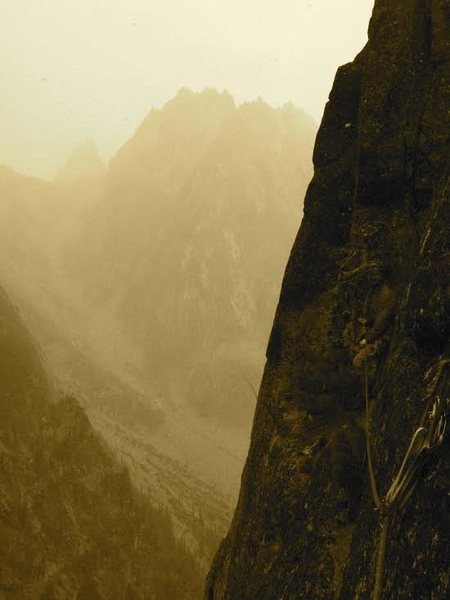 Rock Climbing Photo: The ledge traverse to the base of P2 with Dragonta...