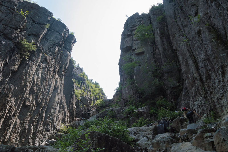 Rock Climbing Photo: The crew leading up to the class 4 section of the ...