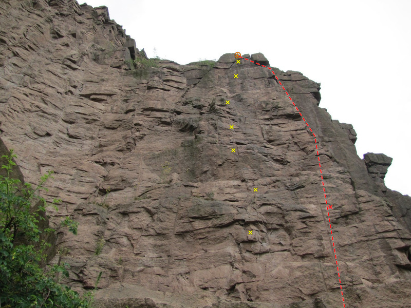 Flying Fox (yellow) and Alter Fuchs (red), the two right-most routes on Altherrenwand.