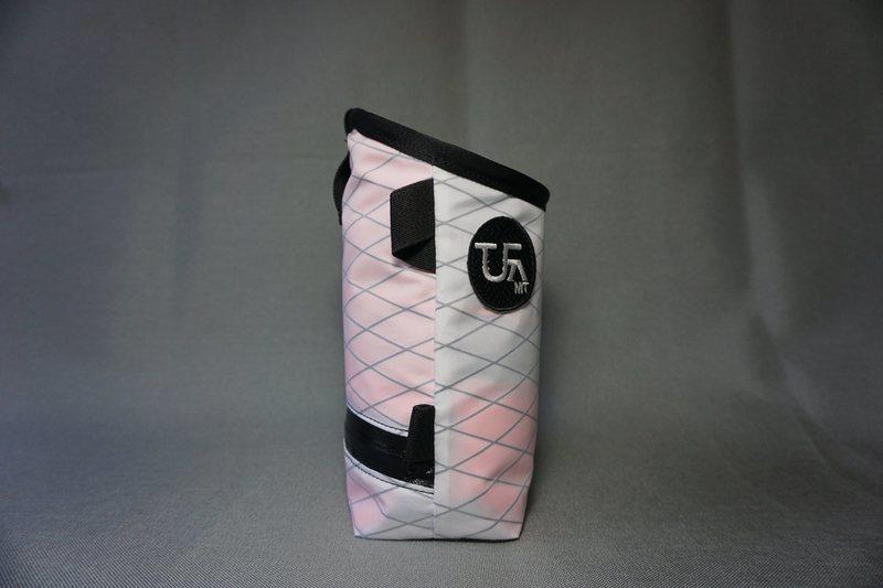 Bottom pocket with WR YKK Zipper, slider secures with elastic