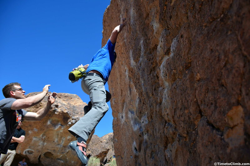 Melvin Rivera taking the fall on Solarium <br> Read More - http://www.timetoclimb.com/bouldering/climbing-in-bishop-the-happy-boulders