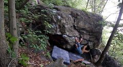 Rock Climbing Photo: Dauphin Narrows bouldering. There are a few diamon...