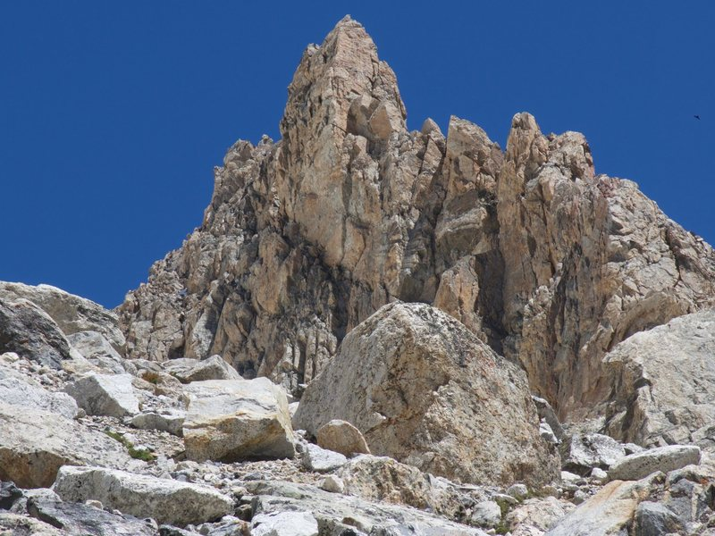 The route traverses the ridge from right to left (South to North