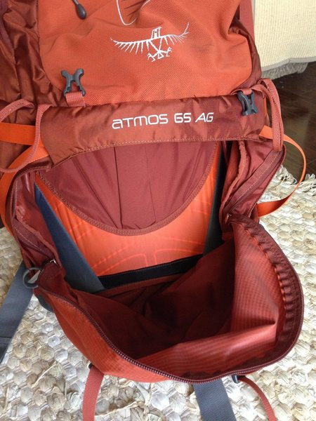 AG 65 sleeping bag compartment