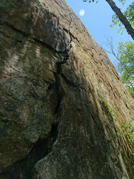 Caveman Crack, 5.8<br> <br> Accessed using trail down from the Lookout.