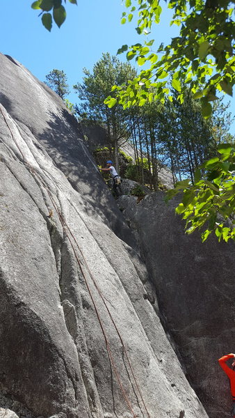 Ian on his way up Gollum. Starts in a corner and works up to a beautiful hand crack.