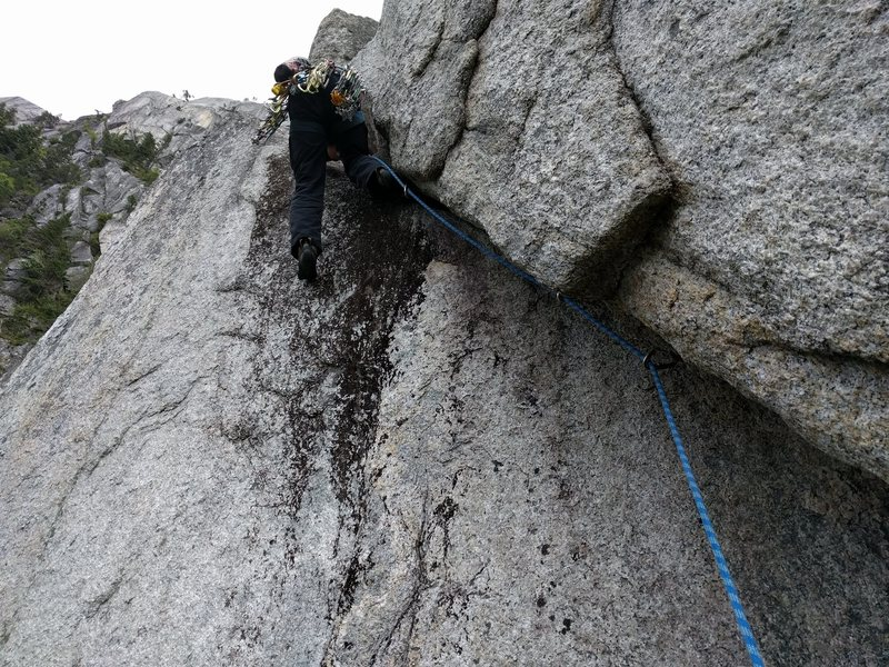 Rock Climbing Photo: The start of P2 of Tintin in Tibet. The crux is ne...
