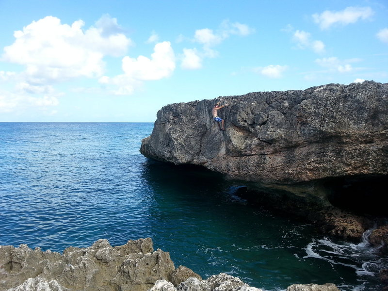 Rock Climbing Photo: The end of Iguana drive V6 sea level boulder