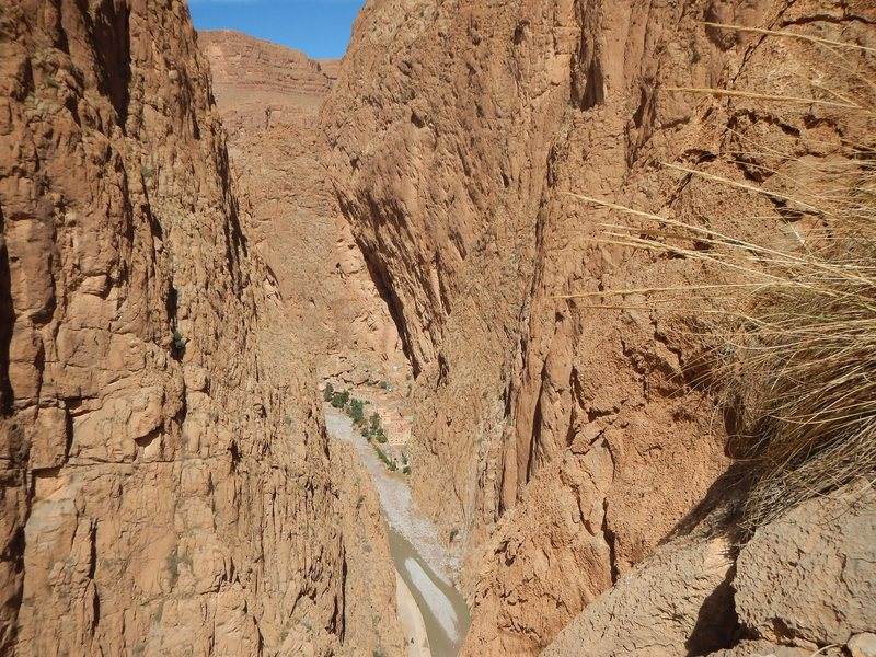 Climbing in Morocco Escalade au Maroc<br> Guidebook climbing in Todra gorges <br> Heart of the gorges