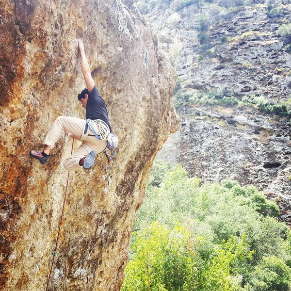 Rock Climbing Photo: Hugo Perez onsighting Pow! Right in the Kisser