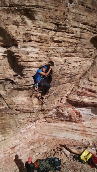 Rock Climbing Photo: Alon chillin in the hueco on Poltergeist.