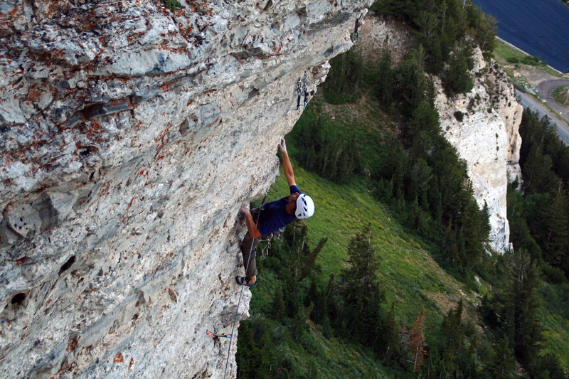 Otto at the upper crux with the Clamshell/East Hellgate in the background.  Garrett Bentley photo