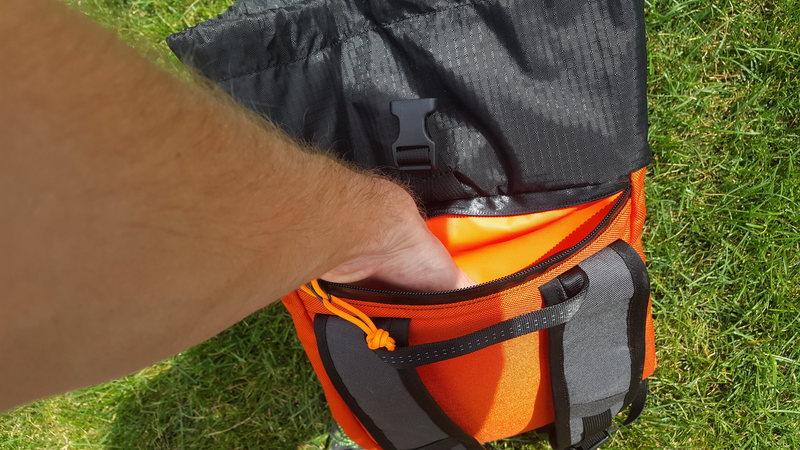 Pack (Neck Pocket)