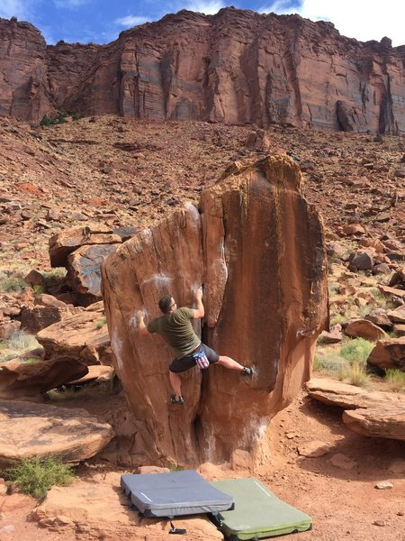 Rock Climbing Photo: Stick the right foot way out into the little pocke...