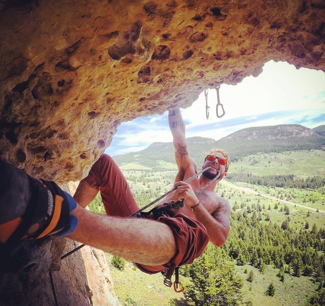 Epic route with a roof that allows a phenomenal clipping of the anchors!