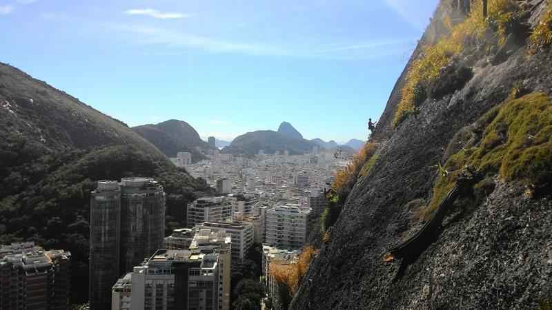 Climber's route Paixão de Critsto. Photographer's route: Labirintite.