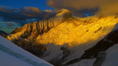 Rock Climbing Photo: Huandoy Sur as seen from the standard route on Pis...