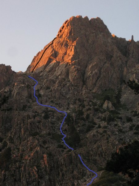 Rock Climbing Photo: The approach to the Pinto Wall (blue line) and the...